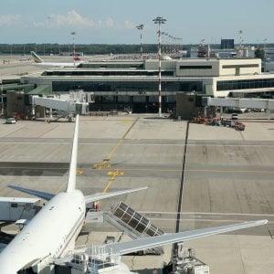 Malpensa, drone non autorizzato in volo sulle piste: aeroporto bloccato