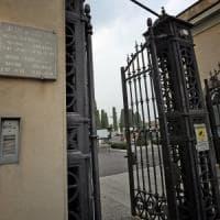 Treviglio, non aggiornano il timer del cancello con l'ora legale: visitatori restano chiusi nel cimitero