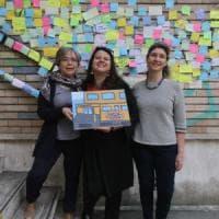 Milano, insulti sul muro della scuola alla preside: gli studenti li coprono con centinaia di post-it