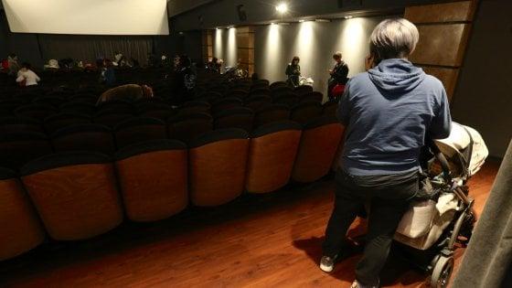 Al cinema con il bebè: da Milano a Pavia crescono le proiezioni dedicate alle mamme con neonati