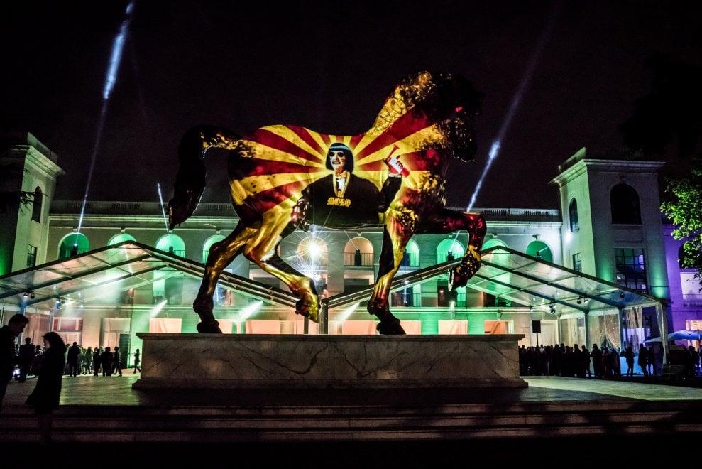 Fuorisalone, svelati i 13 cavalli di design: la festa di luci e musica all'Ippodromo
