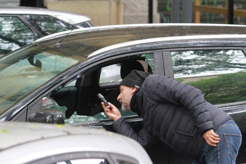 Milano, agguato in strada a colpi di pistola: l'auto presa di mira dai sicari
