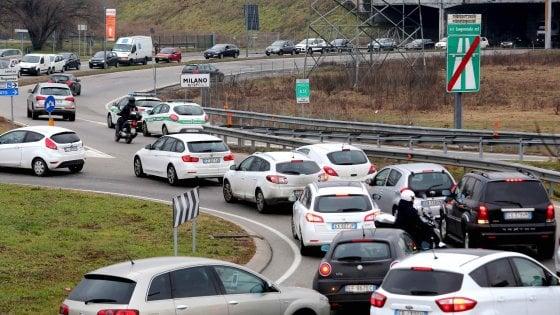 """Un milione di auto entrano a Milano ogni giorno, Sala: """"Più trasporto pubblico e metrò fino a Monza per ridurle"""""""
