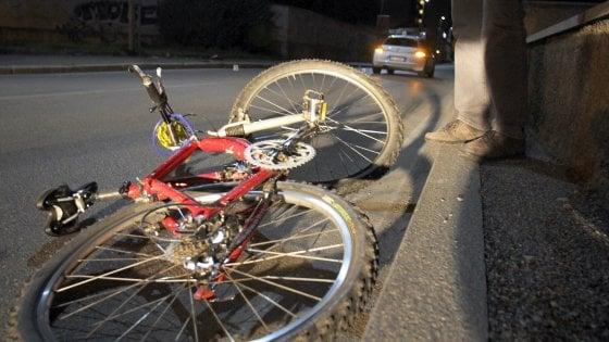 Bergamo, auto travolge due ciclisti: muoiono un 60enne e un ragazzo di 16 anni