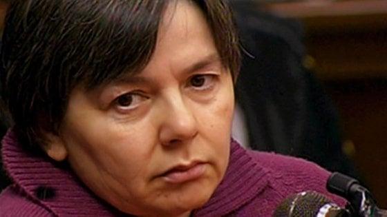 Strage di Erba, nuovo amore per Rosa Bazzi in carcere: detenuto rifiuta semilibertà per starle accanto