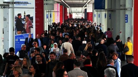 Borseggiatori in azione nel metrò a Milano, sei arresti grazie agli allarmi dei passeggeri