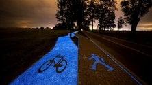 La ciclabile si illumina di notte: l'asfalto è blu fluo