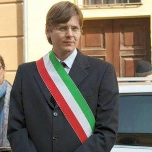 Non sa leggere il giuramento in italiano e il sindaco le nega la cittadinanza