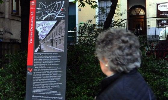 Milano, vandalizzato il totem per l'Avanti con una croce celtica