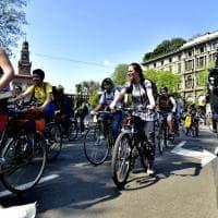 Milano, in bicicletta per #FridaysForFuture contro i cambiamenti climatici