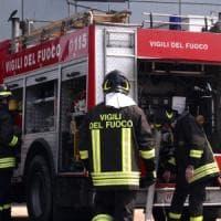 Incendio in una fabbrica, sospesi i treni sulla Brescia-Iseo-Edolo