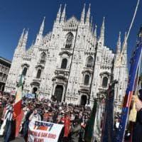 25 Aprile, festa in piazza Duomo a Milano, polemica dei Cinquestelle con