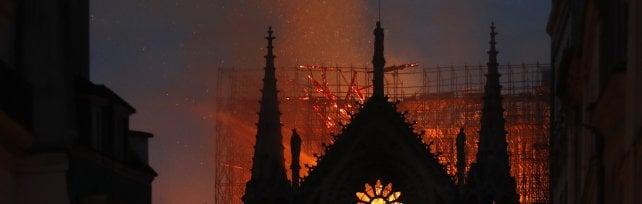 """L'omelia pasquale di Delpini dedicata a Notre-Dame: """"Europa unita dal dolore, ricostruiremo"""""""