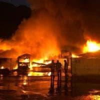 Incendio semidistrugge azienda di trattamento rifiuti nella Bergamasca,