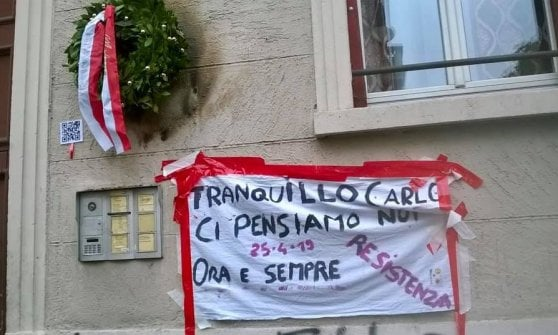 25 Aprile, bruciata corona ricordo per un partigiano a Milano