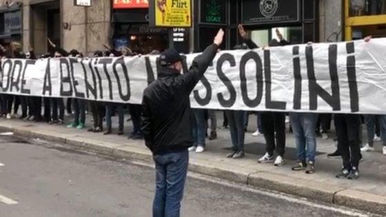 Striscione per Mussolini, chi è il regista del blitz: Corbolotti, dalla curva della Lazio alla segreteria di Alemanno