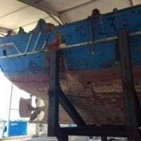 Resterà in Sicilia il barcone simbolo della tragedia dei migranti: annullato