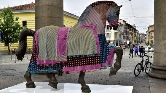 """Dall'Ippodromo ai luoghi simbolo di Milano: i cavalli """"design"""" di Leonardo invadono la città"""