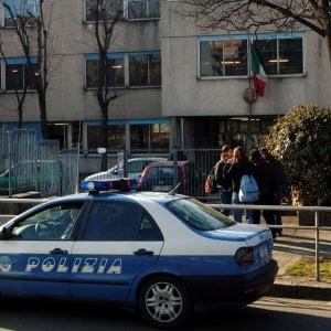 Lodi, la figlia viene sospesa da scuola e la madre picchia la vicepreside: denunciata
