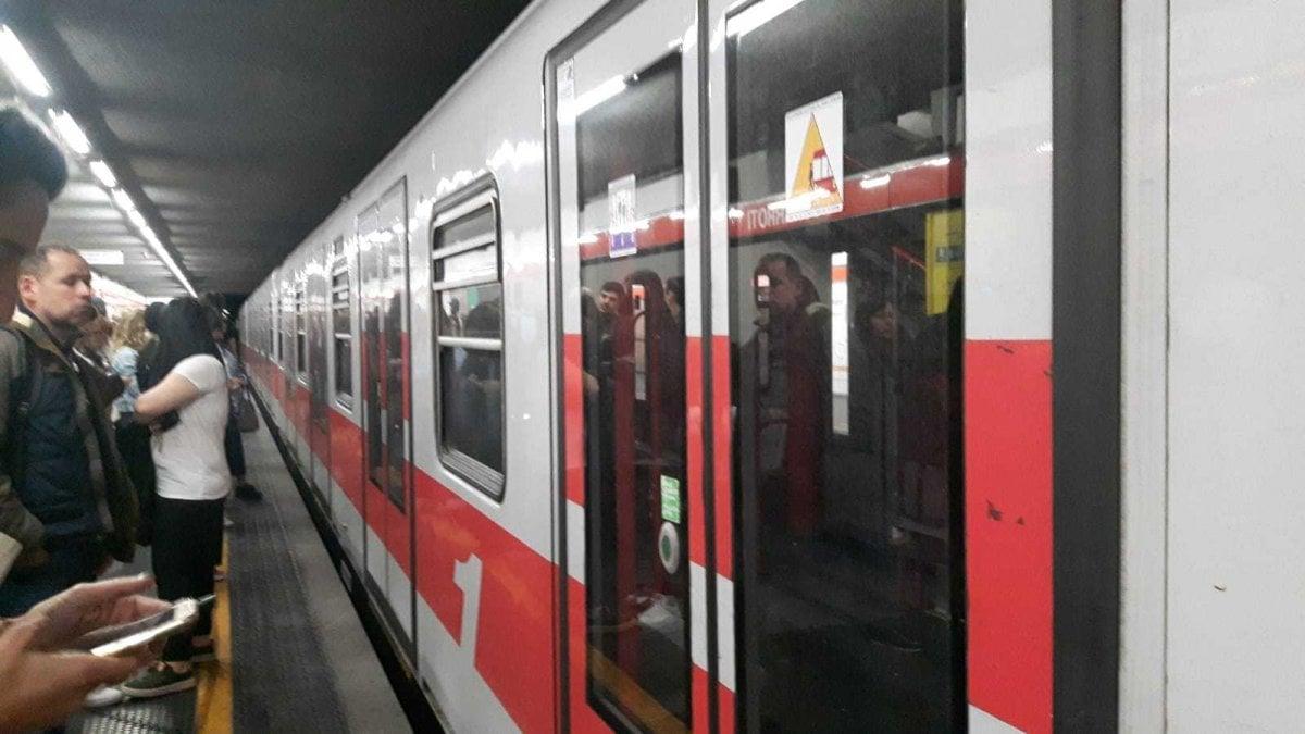Milano, Brusca Frenata Sulla Linea Rossa Del Metrò