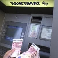 Bergamo, trova 20mila euro al bancomat e chiama i carabinieri