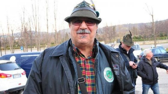 """""""Mio papà ha perso il cappello da alpino, aiutatemi a trovarlo"""". Letizia lancia l'appello su Facebook"""