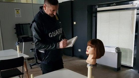 Scuola abusiva per estetisti e parrucchieri: blitz della finanza, scattano i sigilli