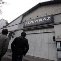 Rissa con coltelli fuori dalla discoteca Alcatraz di Milano: 5 ragazzi feriti,