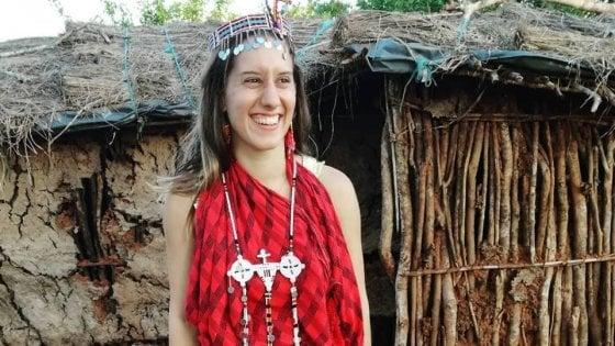 """Silvia Romano, sei mesi fa il rapimento in Kenya. L'appello al governo dalla sua Milano: """"Riportatela a casa"""""""