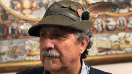 L'alpino Bruno ritrova il cappello perso al raduno di Milano: gara di solidarietà sui social