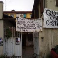 Milano, occupato uno stabile della famiglia Fo, scontro con il figlio Jacopo: