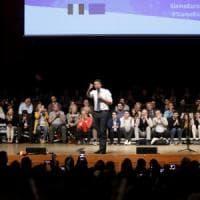 Renzi torna a Milano e si riprende la scena: