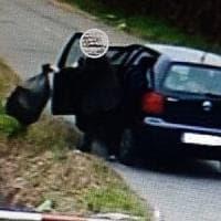 'Lanciatore seriale' di spazzatura dall'auto incastrato dalle telecamere