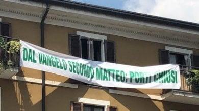 Striscione pro Salvini: il vicepremier diventa evangelista, e la Chiesa insorge