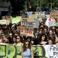 Milano invasa dagli studenti, in corteo per salvare l'ambiente