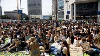 Global strike, Milano invasa dagli studenti: in corteo per salvare l'ambiente ·   Foto