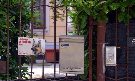 Uomo ucciso nel giardino di casa della ex fidanzata nel milanese: accoltellato dal nuovo compagno