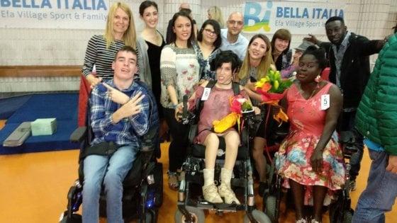 Pavia, alle ragazze della scuola di moda il premio come stiliste per modelle in carrozzina