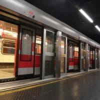 Milano, tira il freno d'emergenza per due volte: in tilt la linea 1 del