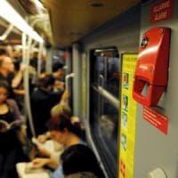 Milano, in due giorni blocca il metrò 9 volte con il freno d'emergenza: