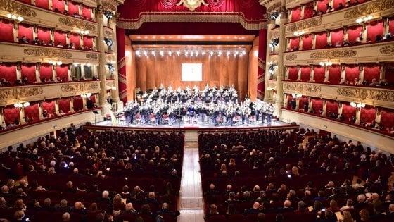 Milano, il telefono squilla tre volte: pianista interrompe il concerto alla Scala