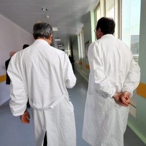 Bergamo, truffa al sistema sanitario lombardo per un milione di euro: denunciati cinque medici