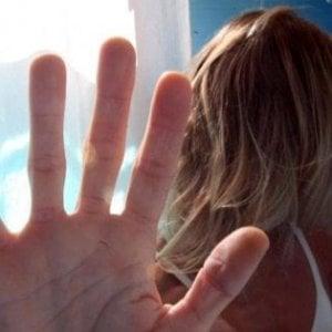 Milano, sequestrata dal fidanzato precipita dal terrazzo: cercava di scappare dal 'guru del corallo'