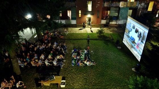 """""""No ai film recenti proiettati gratuitamente nei cortili"""": a Giambellino il cinema condiviso è a rischio"""