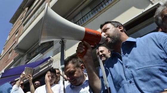 """Salvini: """"Miei figli 60 milioni di italiani"""". Ma su Twitter #60milionimenouno: """"Non sei mio padre"""""""