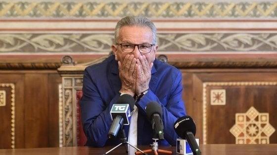 """Legnano, il sindaco arrestato ritira le dimissioni. La Lega: """"Non si possono attendere i tempi della giustizia"""""""