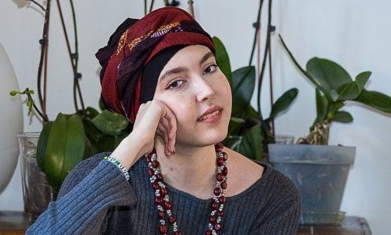 Milano, patto tra detenute e pazienti: nascono i turbanti delle donne che superano le difficoltà