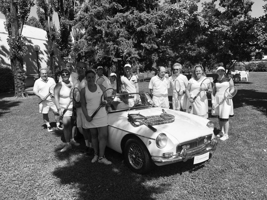 Tennis, a Milano il torneo è vintage: giocatori in bianco e racchette di legno