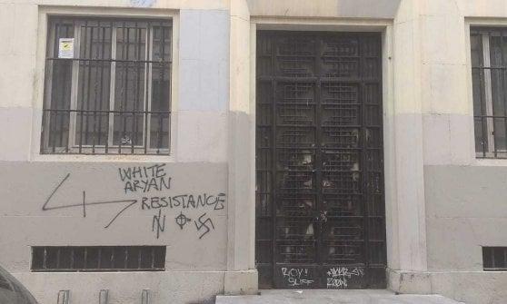 Milano, svastiche e scritte dei suprematisti neonazi sul liceo Parini