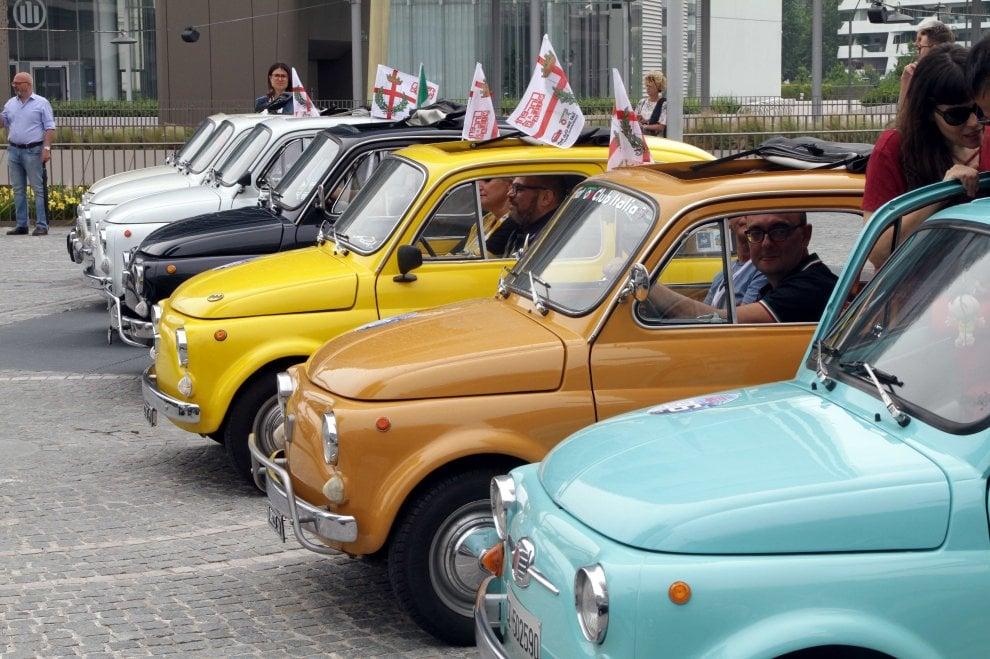 500 che passione: a Milano il raduno delle auto d'epoca della Fiat